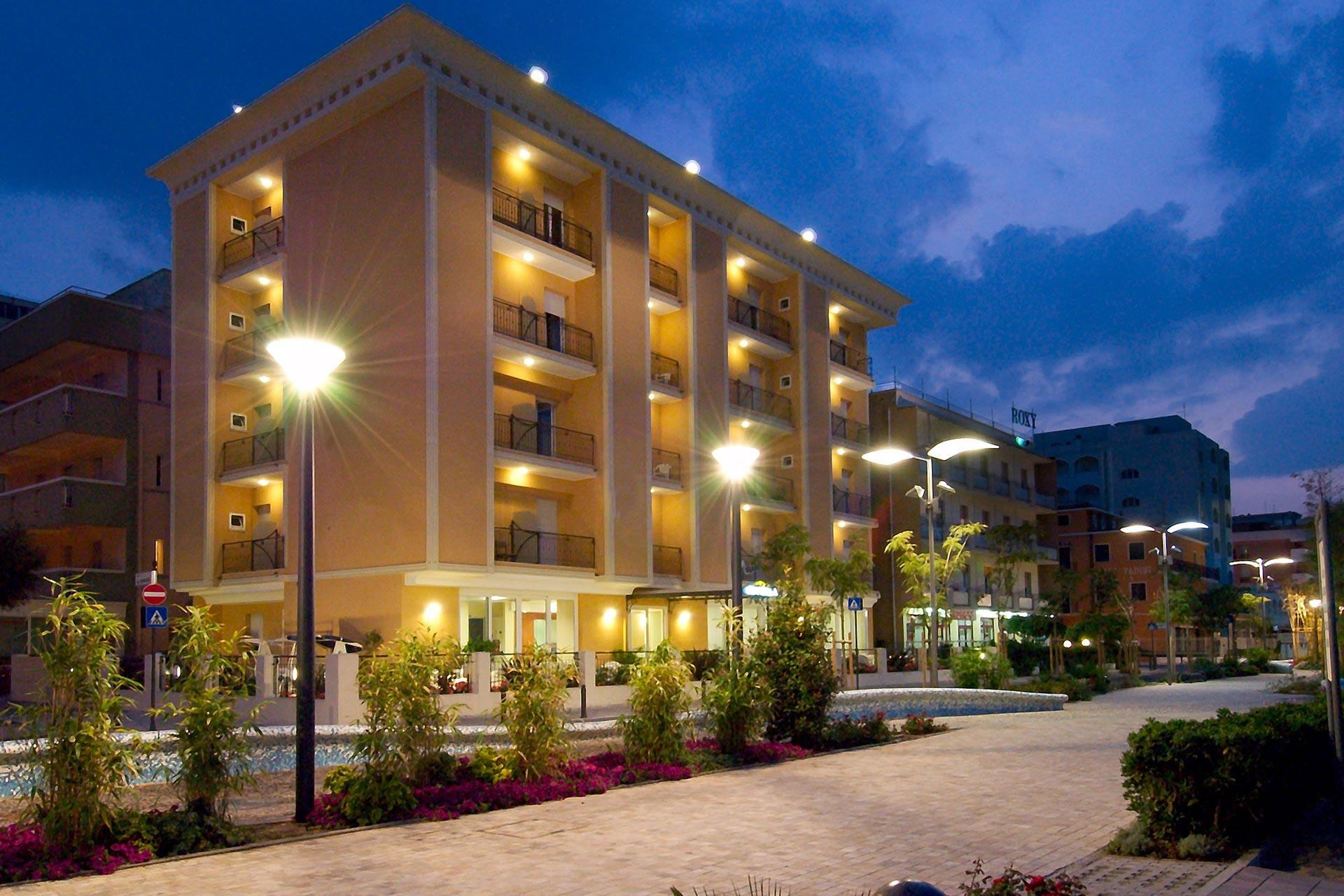 Hotel belvedere 3 stelle in prima fila sul mare a misano for Hotel siracusa 3 stelle